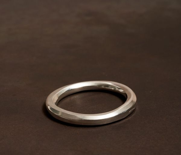 ring classic round hammered