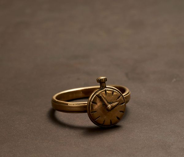 ring symbol clock gold