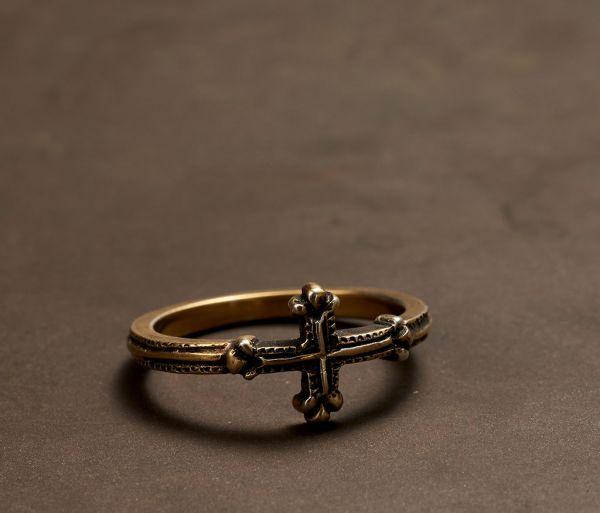 ring symbol cross gold
