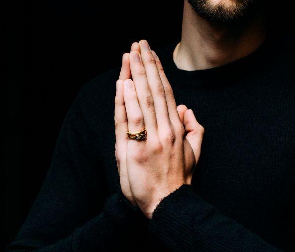 ring symbol heart gold