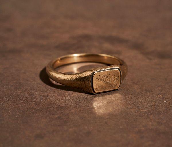 ring symbol signet gold