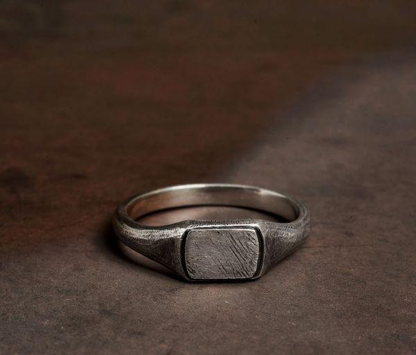 ring symbol signet