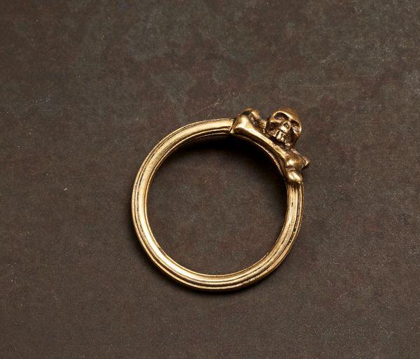 ring symbol skull gold