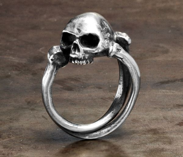 ring cross bones+skull