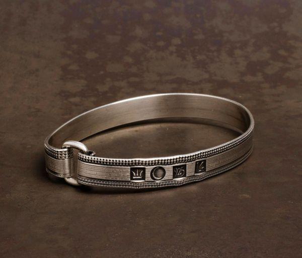 band bracelet lines