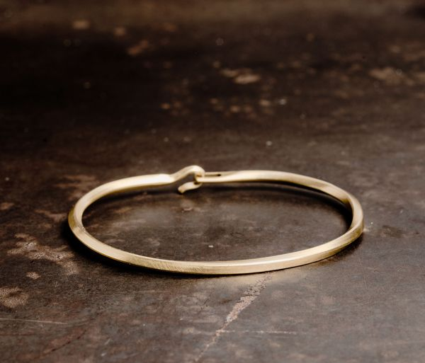 bangle side hook twisted gold