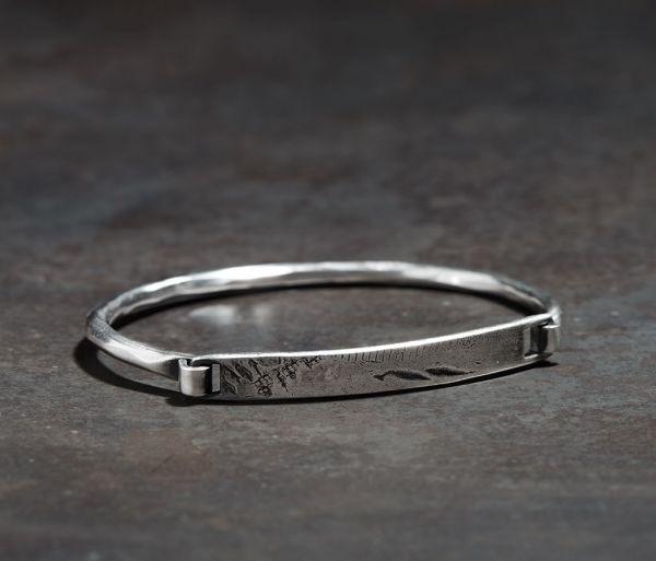 bracelet closure tag tool traces