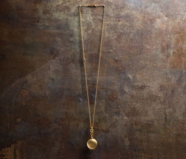 necklace medallion gold