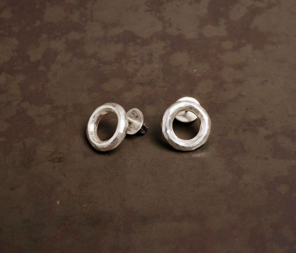studs ring hammered